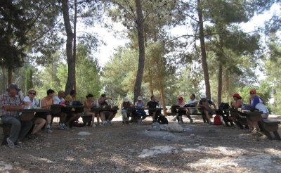 Picnic area with vista of the Ayalon Valley (photo by Aloush)